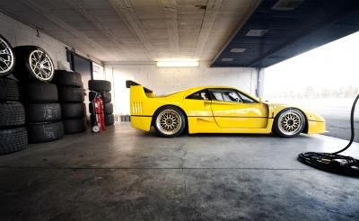 Във автомобилните спортове джантите BBS нмират широко приложение. На снимката Ferrari F40 с джанти BBS