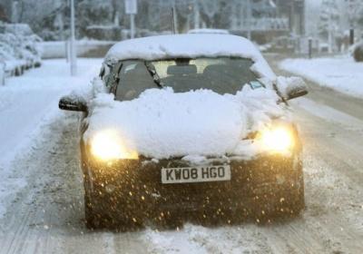 Непочистен от сняг автомобил